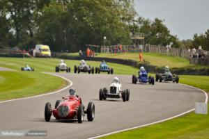 Comenzando la batalla en la Goodwood Trophy